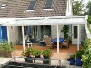 Terrassendach mit matten Doppelstegplatten