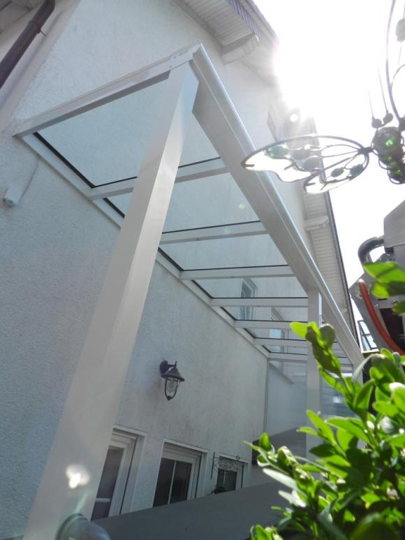 Eingangsüberdachung Souterrainwohnung