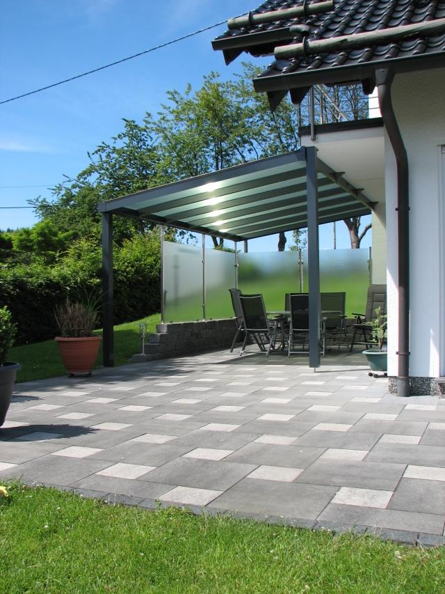 Terrassendach mit Stegplatten und Sonnenschutz (IR-Schutz-Eindeckung)