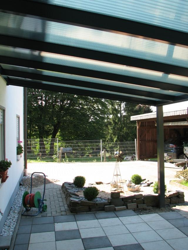 Terrassendach mit Polycarbonatplatten opal (matt)