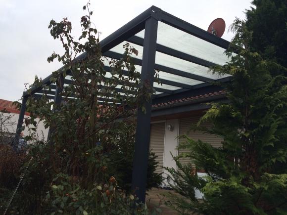 Alu-Terrassenüberdachung von Länger Draussen in