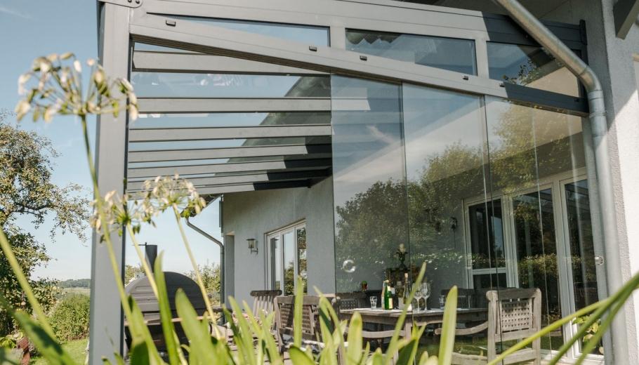 Terrassenüberdachung mit Ganzglasschiebeanlage